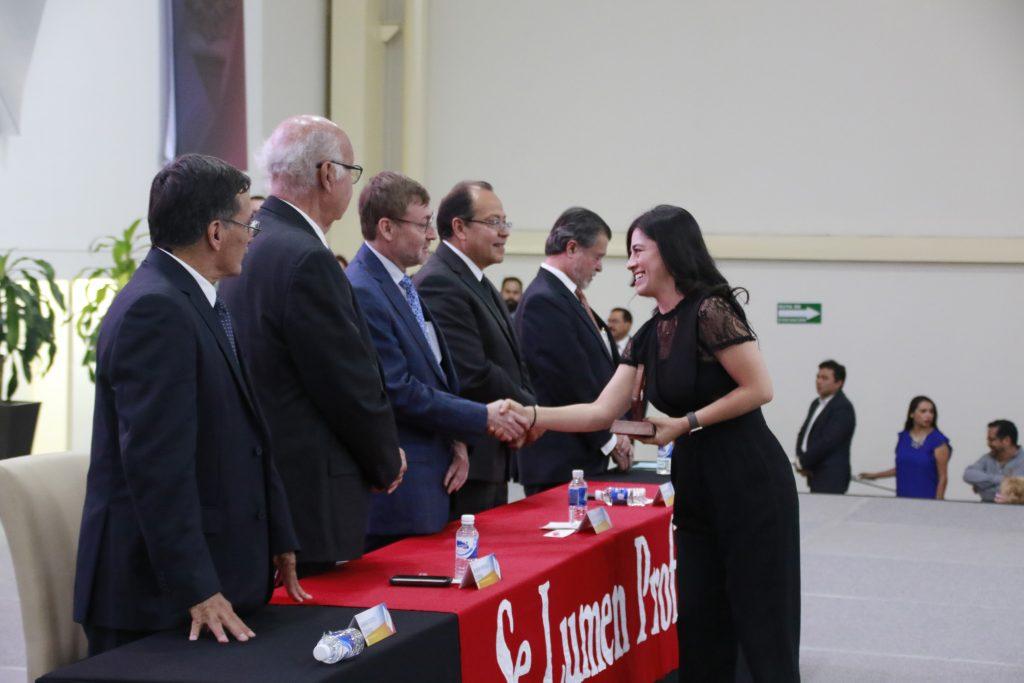 Más de 250 maestros de la UAA fueron homenajeados por años de servicio