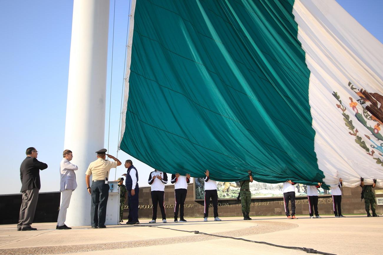 Reanuda la UAA los actos cívicos con ceremonia de Honores a la Bandera