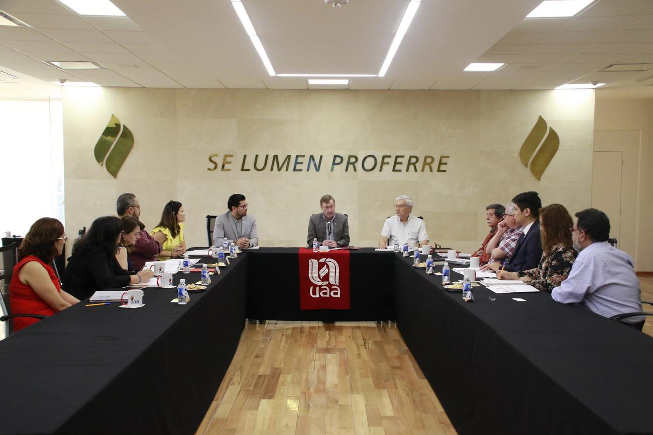 Reconoce rector de la UAA logros de Radio y Televisión Universitaria