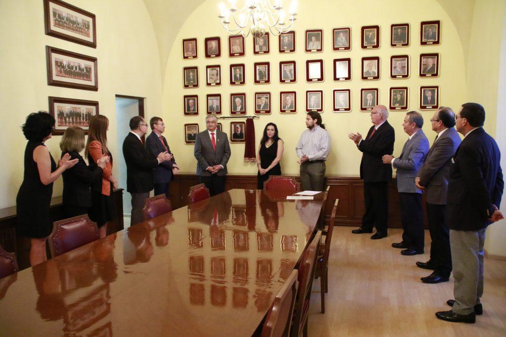 Develan fotografía en la Sala de la H. Junta de Gobierno del Dr. Eugenio Martín Pérez Molphe Balch, ex presidente de este órgano colegiado