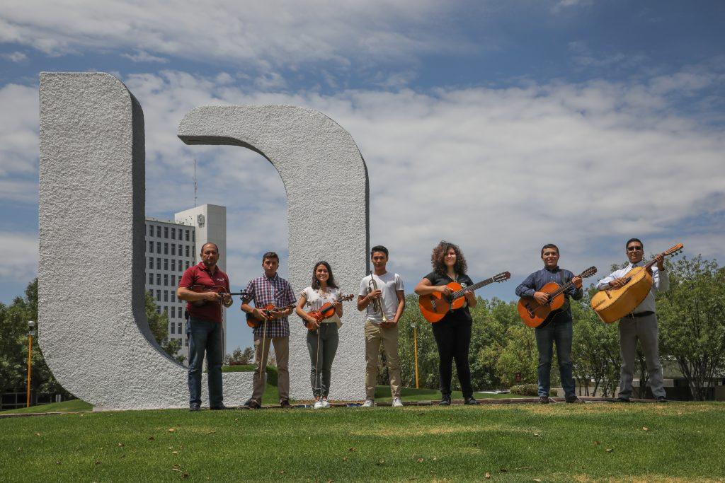 Alumnos de la UAA representan a México en festival folklórico internacional a realizarse en Portugal