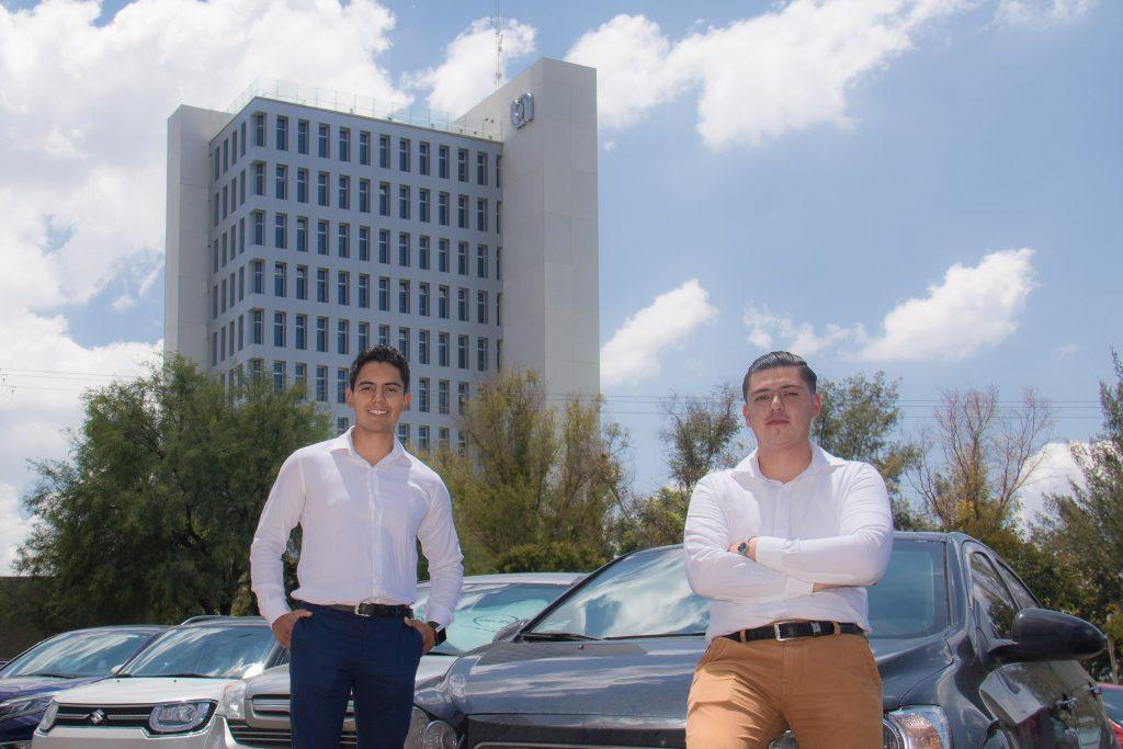 Estudiantes de la UAA emprenden sistema de lavado de autos que evita el uso de agua