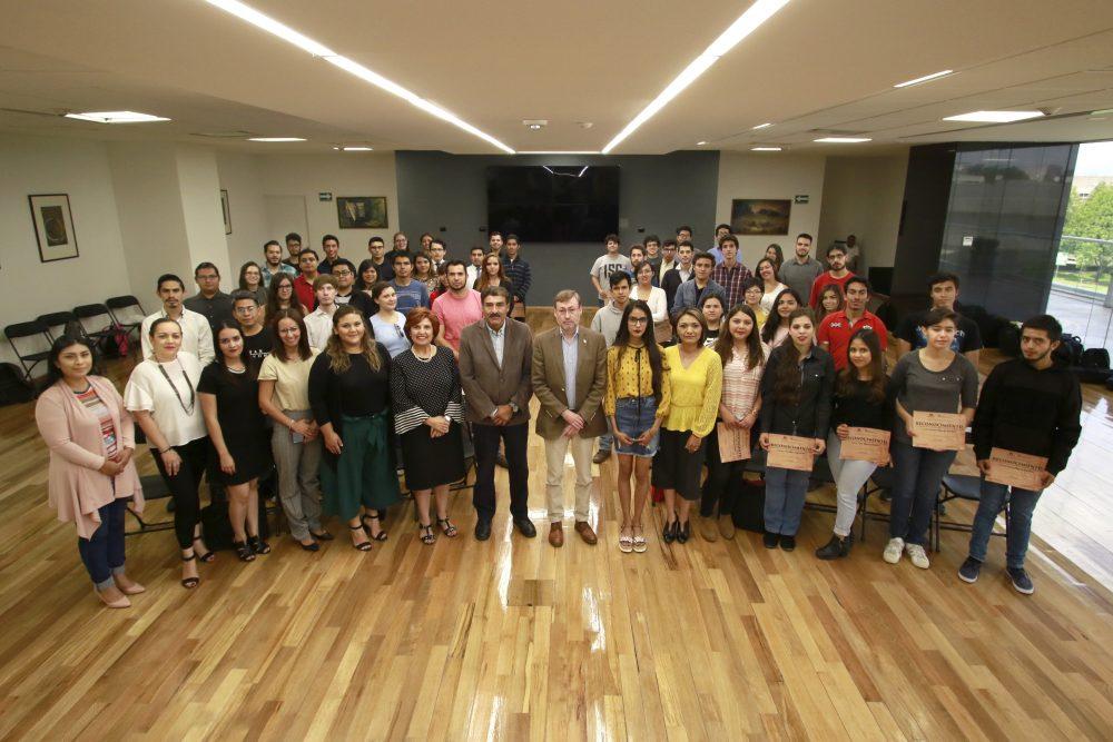 Más de 500 alumnos de la UAA fortalecieron su desempeño escolar con el programa de Tutoría de Pares