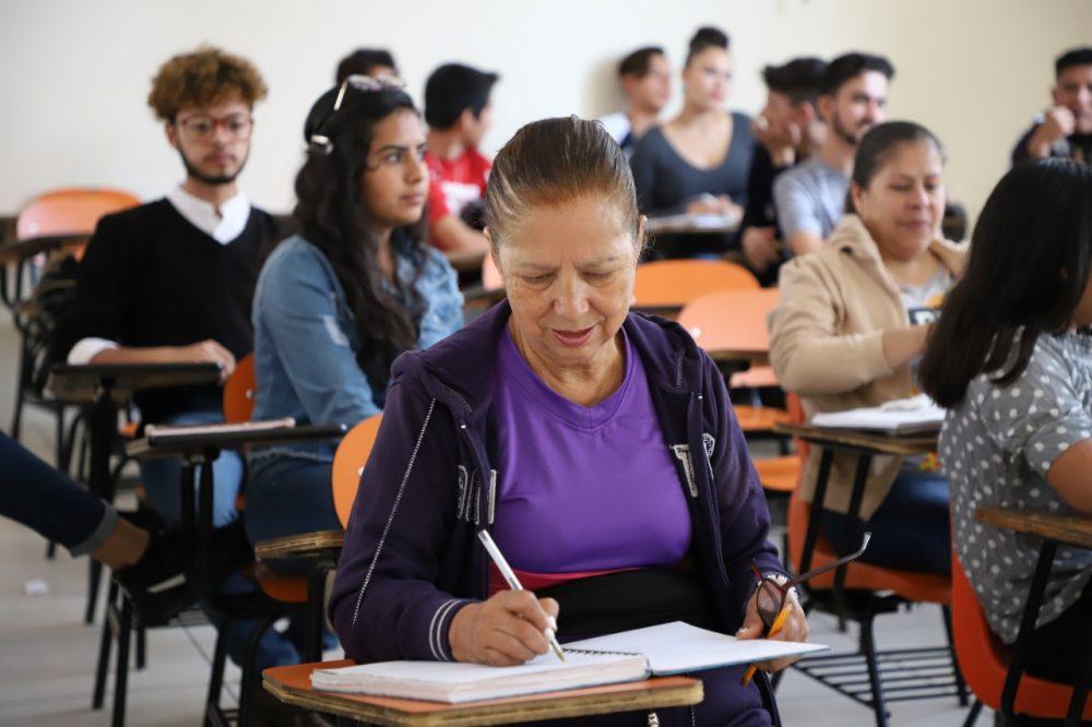 Estudiantes de la UAA brindan asesoría gratuita a quienes busquen concluir su educación básica