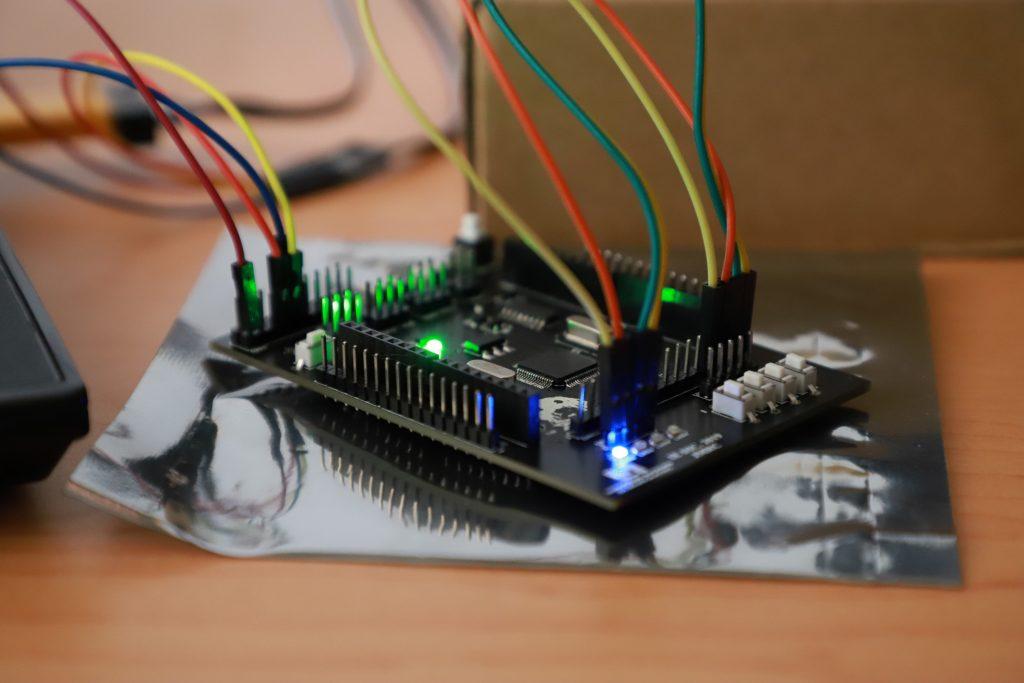 Estudiantes de la UAA exponen proyectos de electrónica aplicada