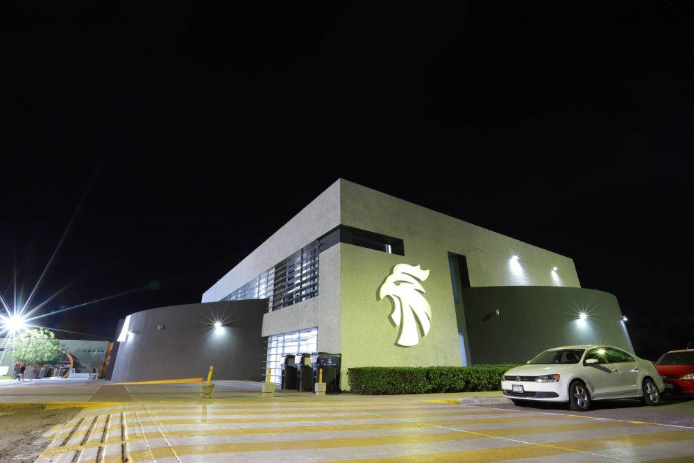 UAA instala luminarias tipo LED para transitar en un entorno visible y seguro