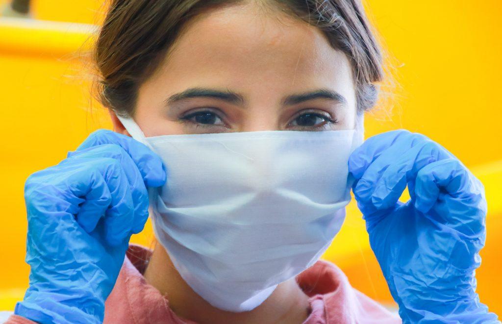 Dermatólogo de la UAA emite recomendaciones ante constante uso de cubrebocas y gel antibacterial
