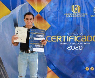 UAA concluye entrega de certificados a egresados de educación media