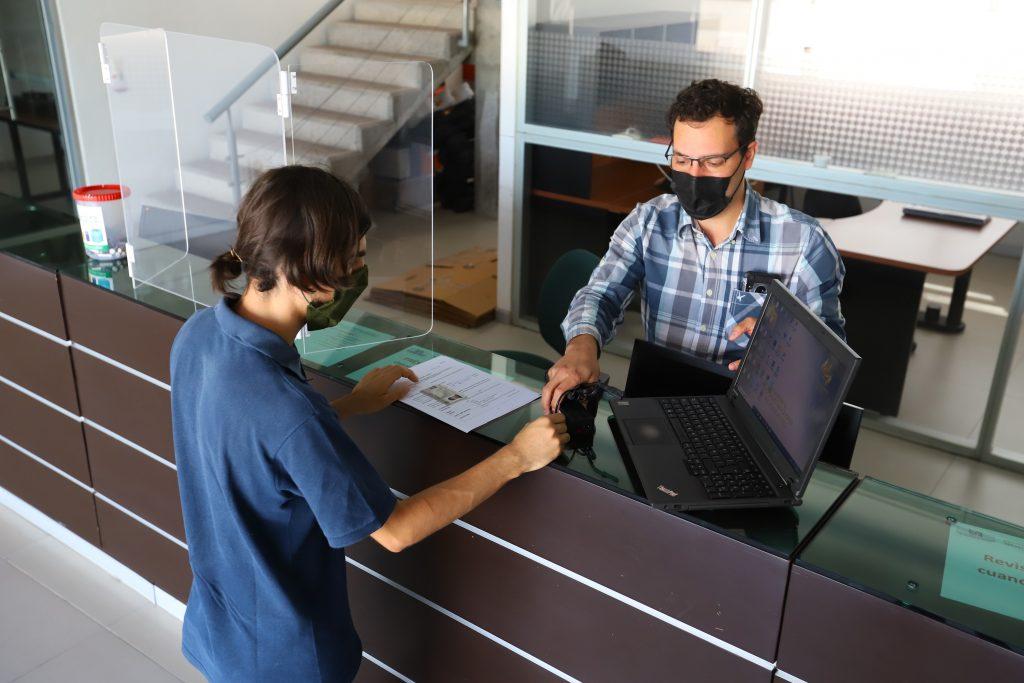 UAA abre convocatoria para que sus estudiantes accedan a préstamo de computadoras y paquetes de datos para internet
