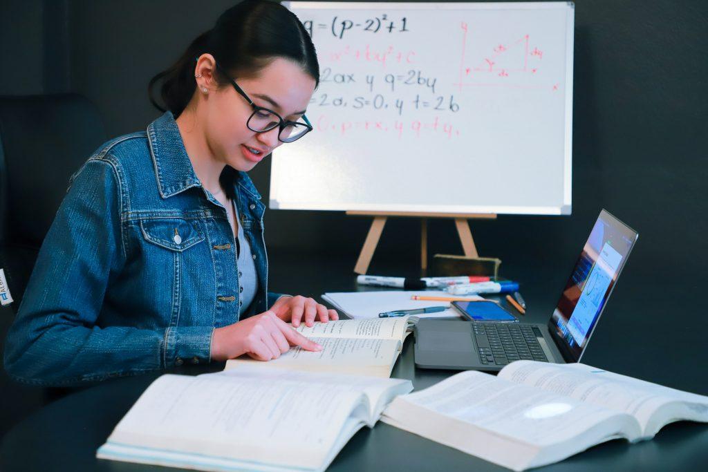 UAA lanza convocatoria para tutoría de pares