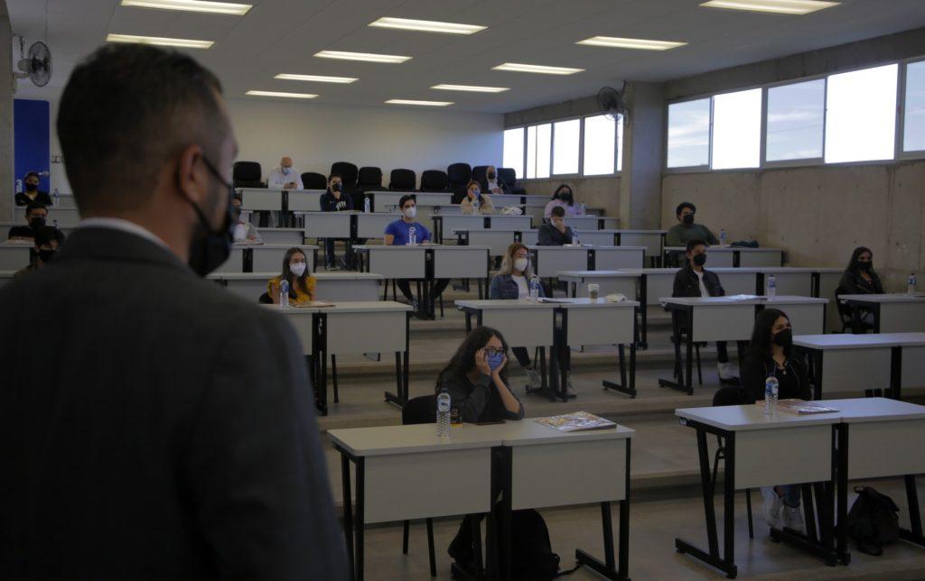 Centro de Ciencias Empresariales de la UAA recibe a sus nuevos estudiantes