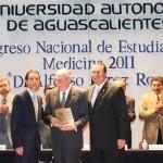 El Dr. Alfonso Pérez Romo Fundador de la Carrera de Medicina, fue Homenajeado por Médicos y Jóvenes Universitarios