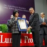 Entrega UAA distinciones como Investigador Extraordinario a Sonia Reynaga y Luis Ponce