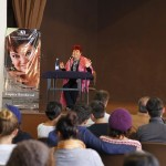La primera actriz Lupita Sandoval en la cátedra de artes escénicas de la UAA