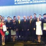 Nuevamente egresados UAA recibieron premio por Excelencia en examen nacional de egreso