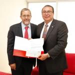 Santander entrega cheque a la UAA para becas de movilidad