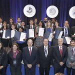 Egresados UAA entre los más destacados del país al recibir Premio CENEVAL al Desempeño de Excelencia EGEL